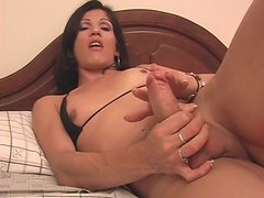 Shemale brazen hussy wanks on a bed in front of cam