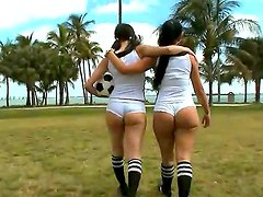 Amateur girls Sophia and Summer Bailey enjoy in revealing their hot big asses to the cam