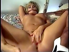Blonde rips pantyhose to get to pussy