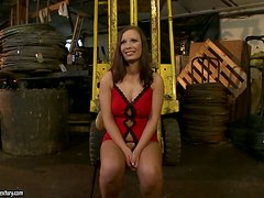 Kathia Nobili drills Zyna Babe's pussy while she is in a shopping cart
