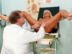 Lissom Frantiska drills her twat with sex toy at doctor's appointment.