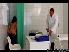 Doctor gives her naughty exam and gets blown