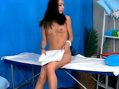 Svelte Russian hussy Marya receives fantastic massage