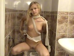 Naked teen wraps her tight body in toilet paper