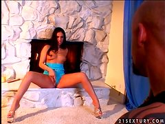 Melting Ice La Fox is a fiery Latina babe with desires