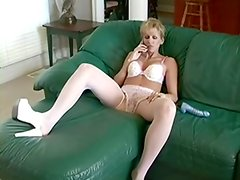 Juguetes sexuales - Lustful mother bonks sextoy and man