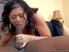 Pálida - Aroused and big ass brunette momma with pale skin and