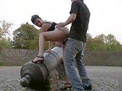 She flashes they fuck in a public park