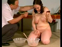 He makes a mess of her curvy body with food