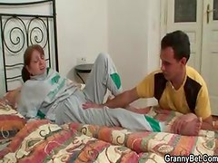Injured mature sucks man that brings her home