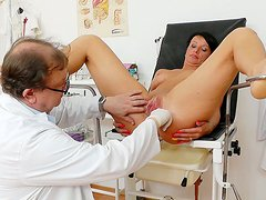 Sextractive mom Radana gets her twat stretched intensively