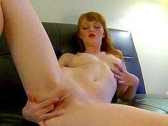 Sultry solo babe is fingering her cunt