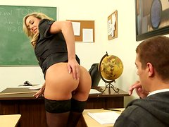 Sextractive mature Brandi Love welcomes rimjob from horny student