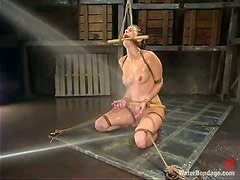 Hot chick gets hosed and toyed in metal bathtub