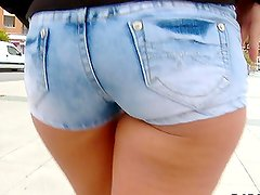 Hot Chick With Plump Ass Getting Fucked Outdoors in Public