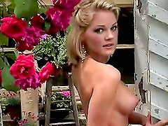 Amanda Duncan Cyber Girl of the Month August 2006