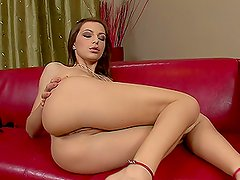 Petite Florina Rose makes great solo masturbation show