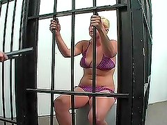 Chick Behind Bars Does Some Shit To Get Free.
