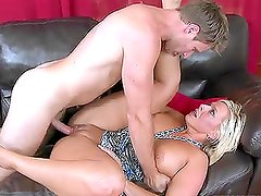 Mature lady Carey Riley gets ehr experienced pussy fucked