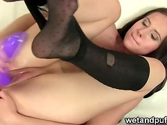Glamour model caught rubbing pussy