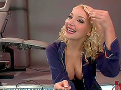 Sexy Blonde Gets Pleased With A Fucking Machine