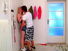 After a Walk on the Park it's Time for Sex with Blonde Teen
