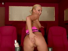 Buttplug lover Lisa gets anal drilled in a cinema