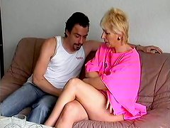 Skanky blonde mommy gets hammered by her cocky fucker