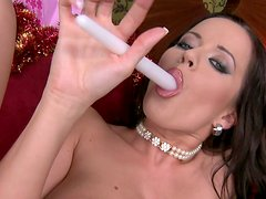 Kinky wanker Cindy Dollar polishes her twat ardently on the sofa