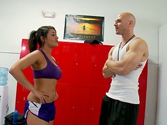 Sporty brunette Charley Chase blows dick of her trainer