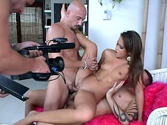 Watch Sandra fucking in a threesome from the backstage perspective