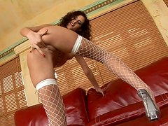 Skinny curly haired nympho Leanna Sweet search treasures in her asshole