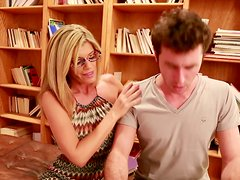 Ruca - A horny cougar slut Kristal Summers seduces a nerd and gives a head in a library