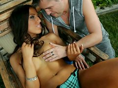 Horny couple starts to fuck right in park not paying attention to public