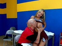 Baseball cheerleader is pro in sucking cocks