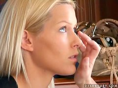 Cindy Hope and Sophie Moone explore each other's depths in backstage clip