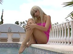 Blondie badly needs to be penetrated daily