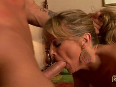MILF Gets Turned On With Hair Pulling!