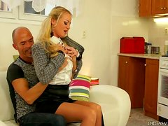 Cock Just Isn´t Enough For This Blonde Vibrator Lover
