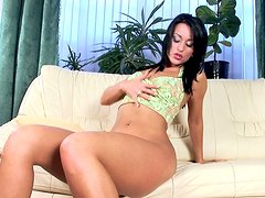Alluring Simona Style plays with her favorite dildo
