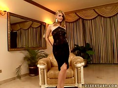 Kinky Katalin uses a dildo on her snatch