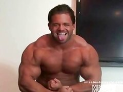 Young Bodybuilder Muscle Jerk Off