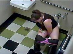 Bathroom break thick brunette
