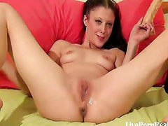 pumping her pussy with a toy(3).wmv