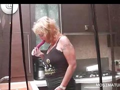 Blonde hot mature fucking her twat with vibrator