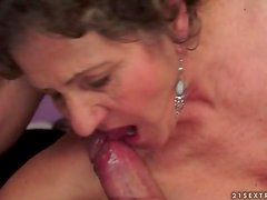 Mature cunt fucked hard in close up clip