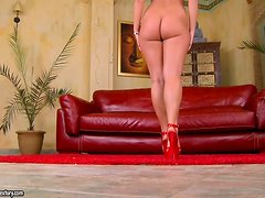Insatiable Babe with Awesome Ass Linda Ray Gets DP in MMF Threesome