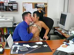 Zealous blowlerina Jitka gets repaid for a blowjob with pussy eating