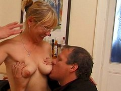 Mad about cunnilingus perverted lady Sandra seduces a dude to be pleased