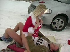 Frisky blond Snow Maiden Jane Darling hops on horny dude in cowgirl style outdoors